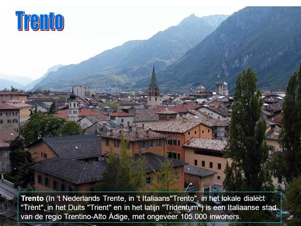 Bellinzona is bereikbaar van uit Locarno (ongeveer 20 minuten), Lugano (ongeveer 30 minuten), Zürich (2.5 uren), Bern (3.5 uren) of van uit Milaan (on