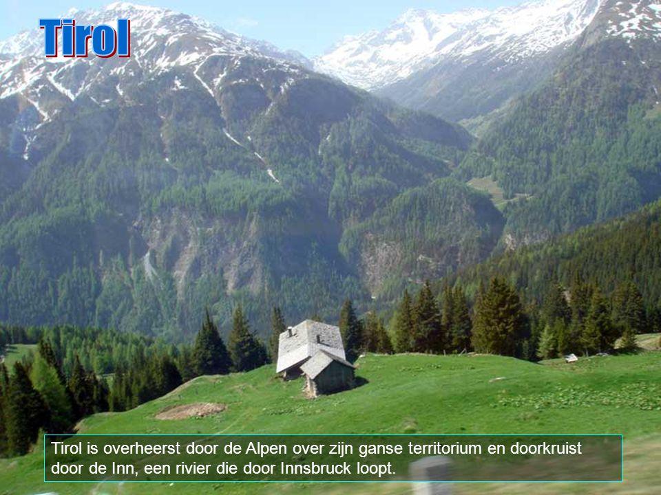 Tirol is een Oostenrijkse federale provincie met een oppervlakte van 12.648 km2 en ongeveer 675.000 inwoners.