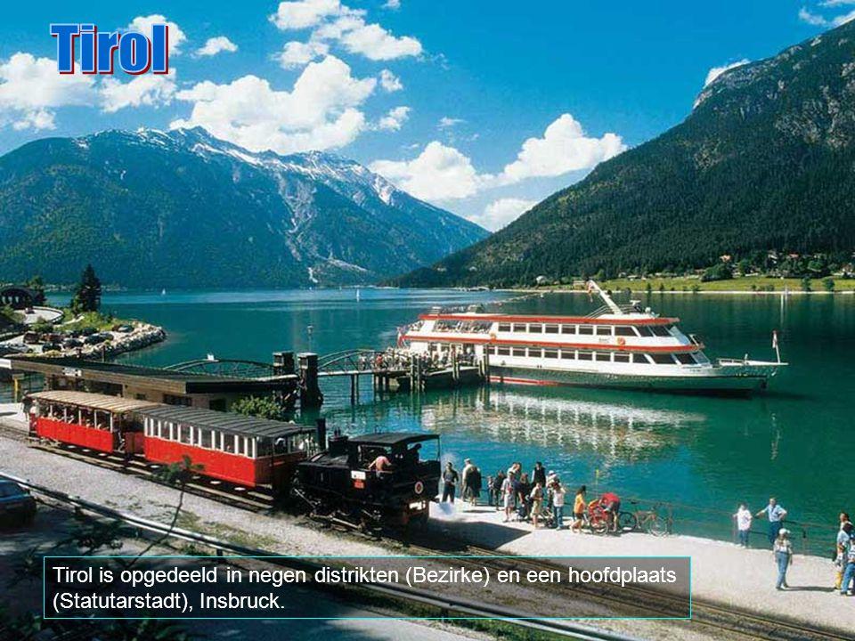 Tirol grenst in het noorden aan Duitsland en in het zuiden aan Italië in Zwitserland. De Tiroolse Alpen worden, winter en zomer, door duizende toerist
