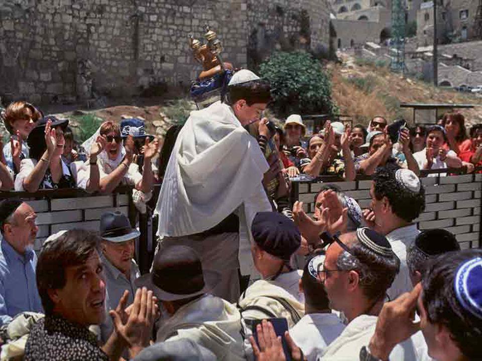 Feest van Bar Mitzva (de jongere leest voor de eerste keer de Tora in 't publiek). Mt 13, 44-52 In die tijd zei Jezus tot de menigte: « Het Rijk der h
