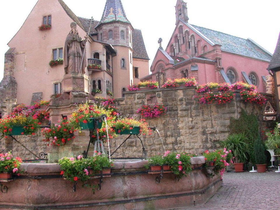 EGUISHEIM De Romeinse nederzetting van Eguisheim ontwikkelde sinds de vierde eeuw een baanbrekende manier van druiventeelt in de Elzas. De kleinzoon v