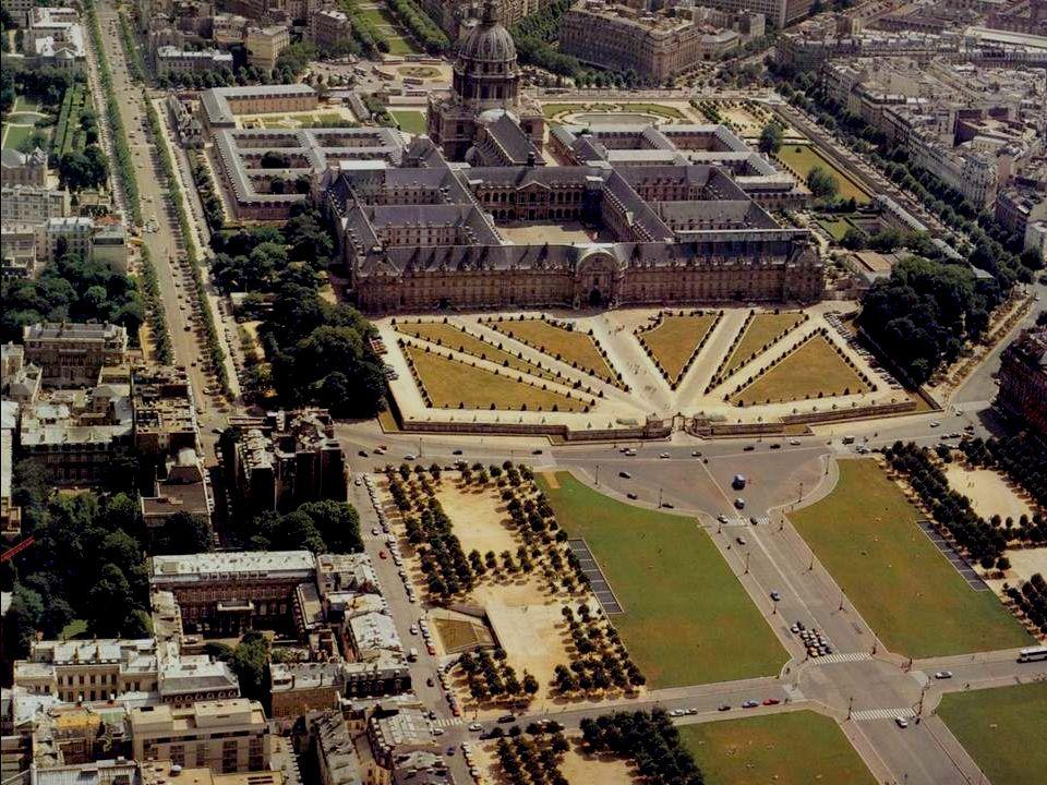 De Invalides is het symbool van de perfecte klassieke architectuur. Het 'Hôtel Royal des Invalides' werd tussen 1871 en 1876 gebouwd in opdracht van k
