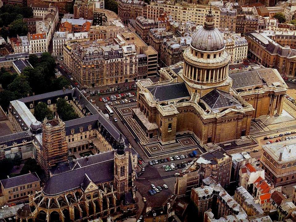 Getrouw aan een gedane belofte besloot koning Lodewijk XIV een nieuwe luxueuze kerk te laten bouwen voor de abdij Sainte-Geneviève, de patroonheilige van Parijs.