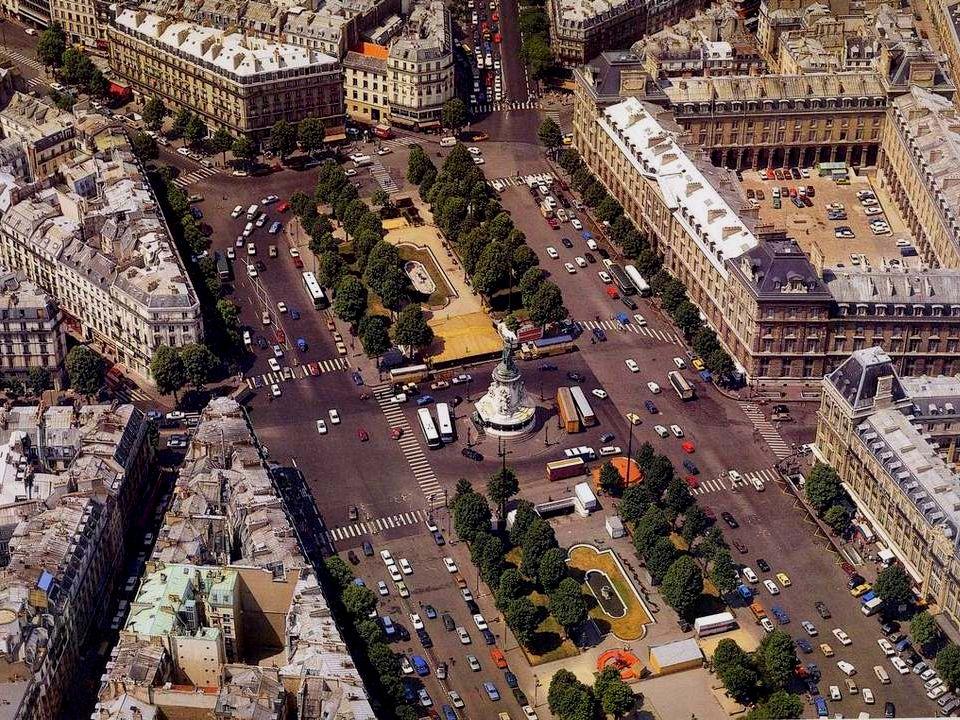 De Place de la République is een creatie van Haussmann die vanaf 1854 dit grote plein liet aanleggen om de naar zijn goesting te roerige volksbuurten in het oosten van Parijs te neutraliseren.