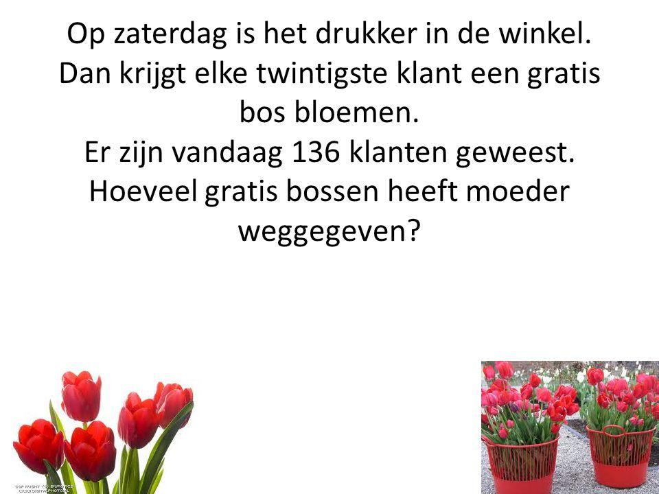 Op zaterdag is het drukker in de winkel. Dan krijgt elke twintigste klant een gratis bos bloemen. Er zijn vandaag 136 klanten geweest. Hoeveel gratis