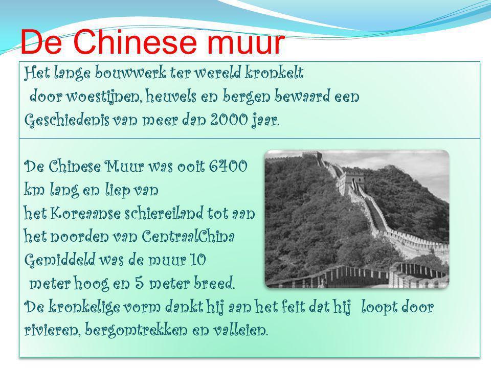 De Chinese muur Het lange bouwwerk ter wereld kronkelt door woestijnen, heuvels en bergen bewaard een Geschiedenis van meer dan 2000 jaar.