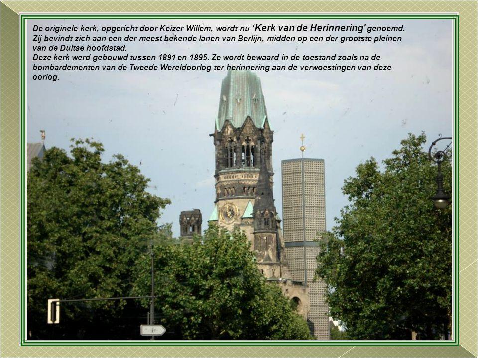 Sculptuur 'Berlijn' opgericht in 1987 voor de 750 jaar van de stad. Zij symboliseert evenzo de opdeling als de eenheid van de twee delen van Berlijn
