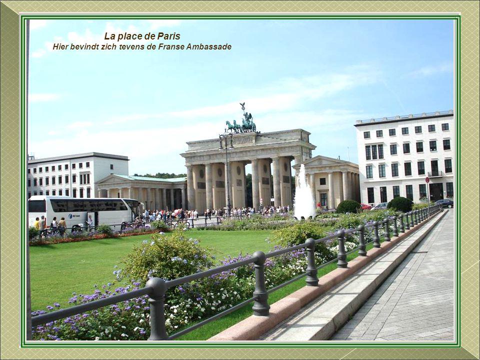 Rechtover de Reichstag, de zetel van de Kanselarij, de officiële residentie van de Duitse Kanselier.