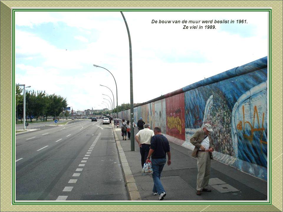 De bouw van de muur werd beslist in 1961. Ze viel in 1989.