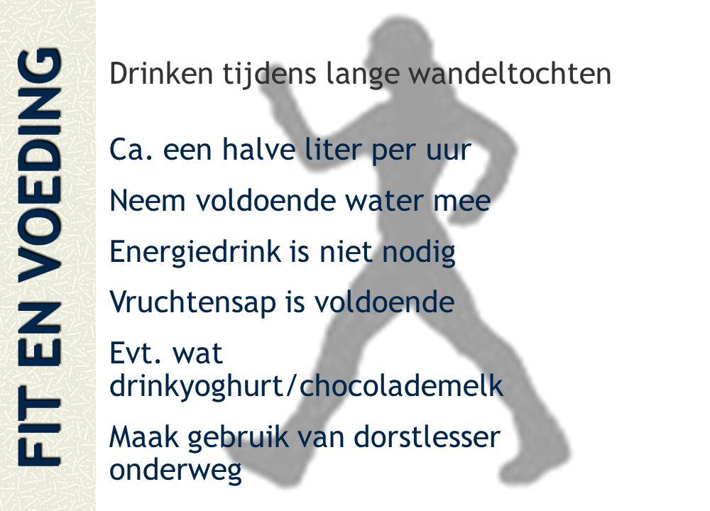 FIT EN VOEDING Drinken tijdens lange wandeltochten Ca. een halve liter per uur Neem voldoende water mee Energiedrink is niet nodig Vruchtensap is vold