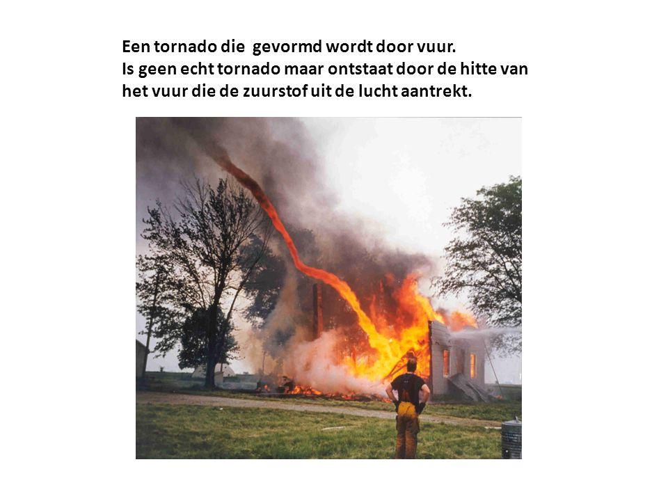 Een tornado die gevormd wordt door vuur. Is geen echt tornado maar ontstaat door de hitte van het vuur die de zuurstof uit de lucht aantrekt.