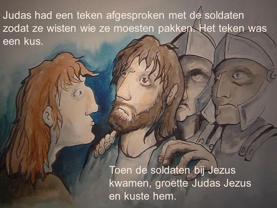 Judas had een teken afgesproken met de soldaten zodat ze wisten wie ze moesten pakken. Het teken was een kus. Toen de soldaten bij Jezus kwamen, groet