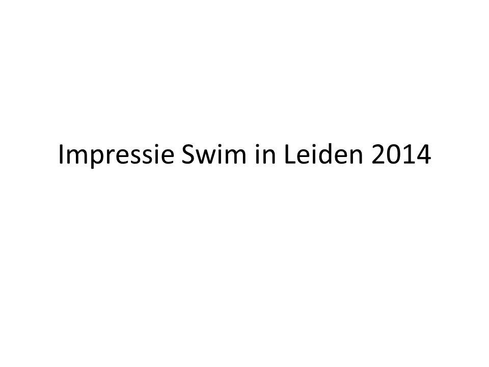 De zwemmers voor de start Toch een beetje nerveus.
