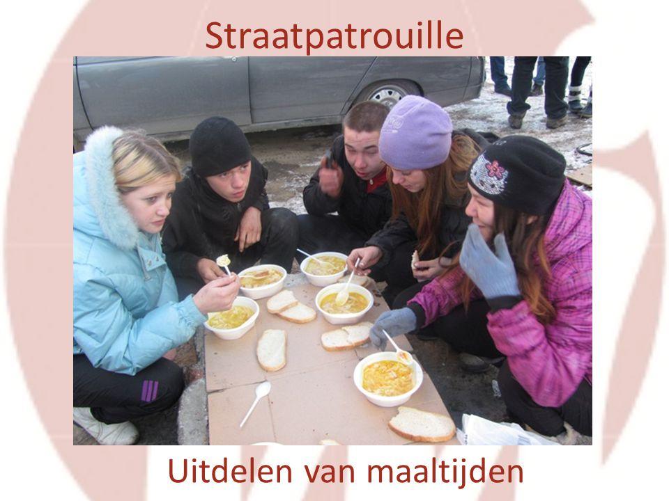 Straatpatrouille Uitdelen van maaltijden