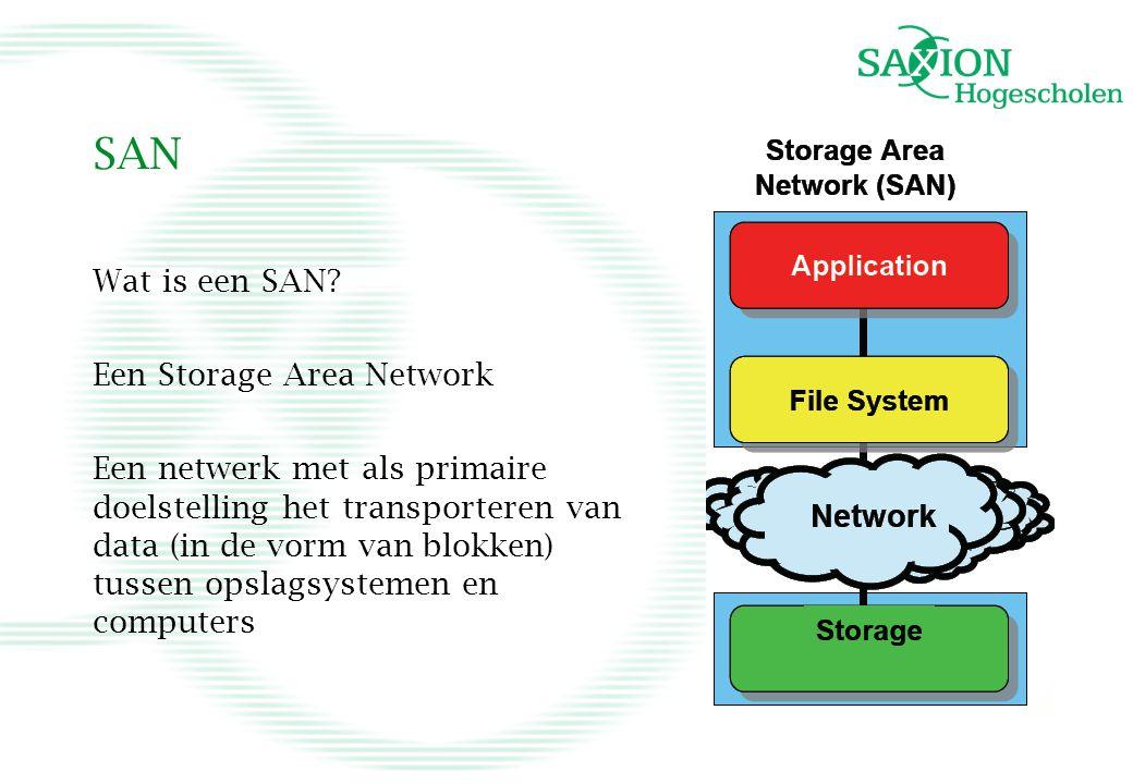 SAN Wat is een SAN? Een Storage Area Network Een netwerk met als primaire doelstelling het transporteren van data (in de vorm van blokken) tussen opsl