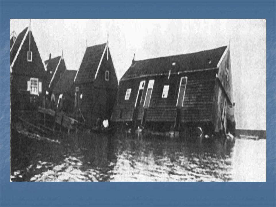 Dijkdoorbraken en overstromingen in Zeeland.