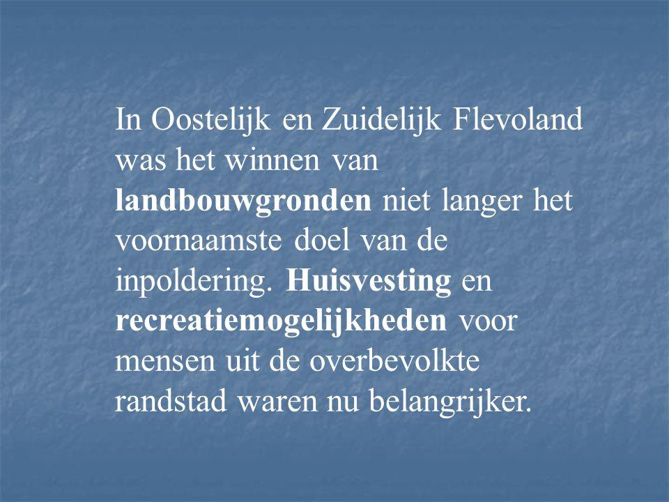 De droogmaking van Oostelijk Flevoland begon in 1950. Zeven jaar duurde het in totaal: het maken van een ringdijk en het droogmalen van het ingesloten