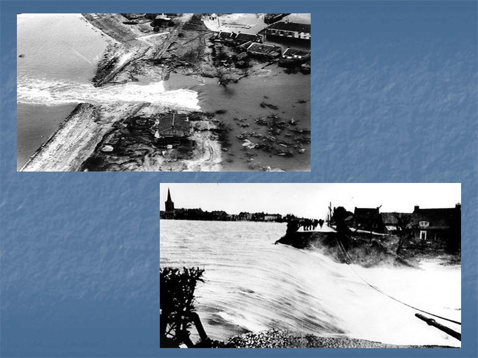 De dijken zijn, onder andere door achterstallig onderhoud niet op deze hoge waterstanden berekend, en om ongeveer 3 uur 's nachts breken de eerste dij