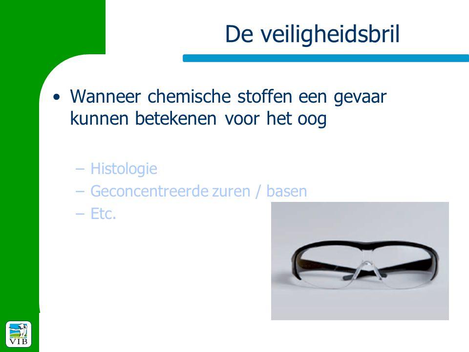 De veiligheidsbril Wanneer chemische stoffen een gevaar kunnen betekenen voor het oog –Histologie –Geconcentreerde zuren / basen –Etc.