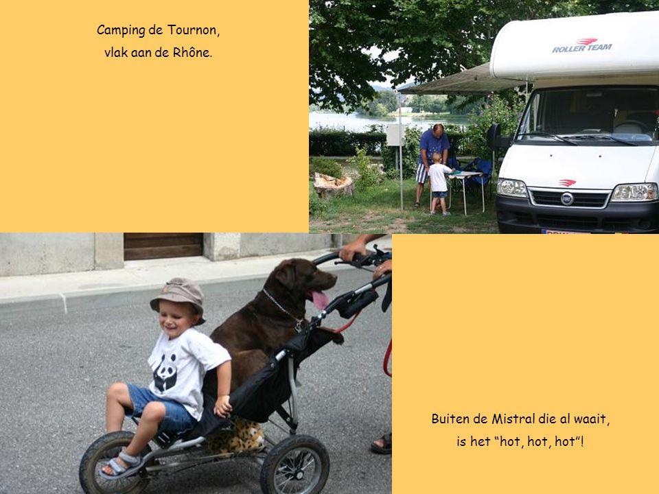 """Camping de Tournon, vlak aan de Rhône. Buiten de Mistral die al waait, is het """"hot, hot, hot""""!"""