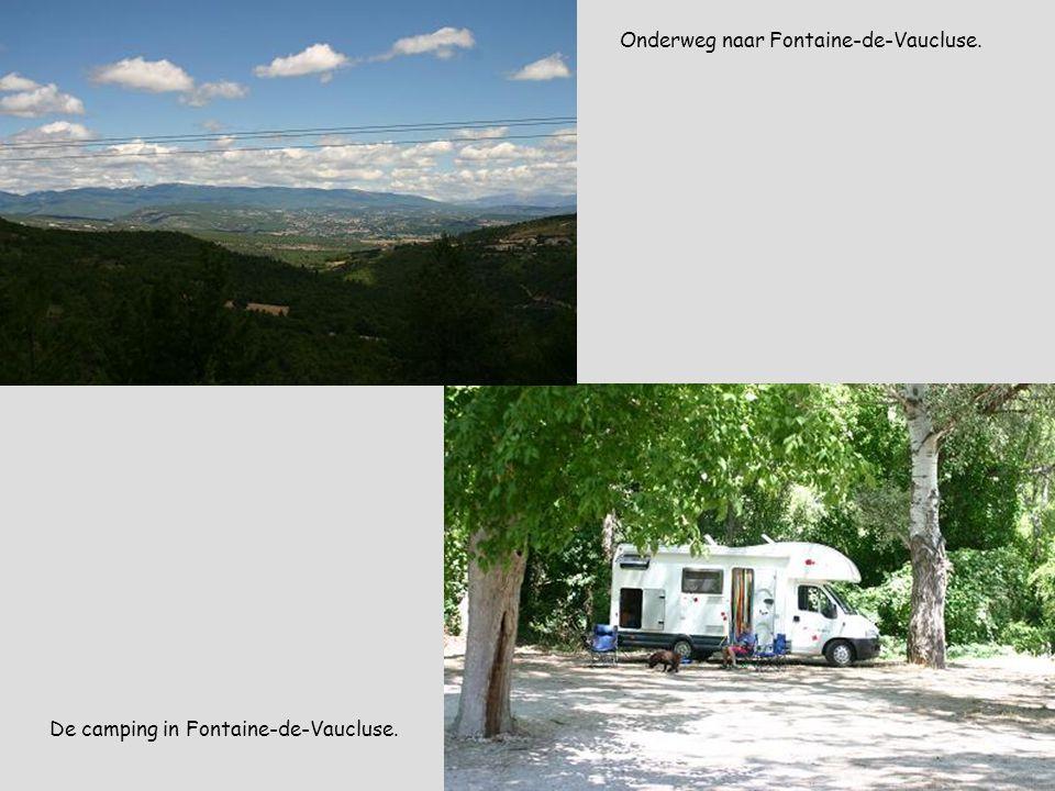 Onderweg naar Fontaine-de-Vaucluse. De camping in Fontaine-de-Vaucluse.