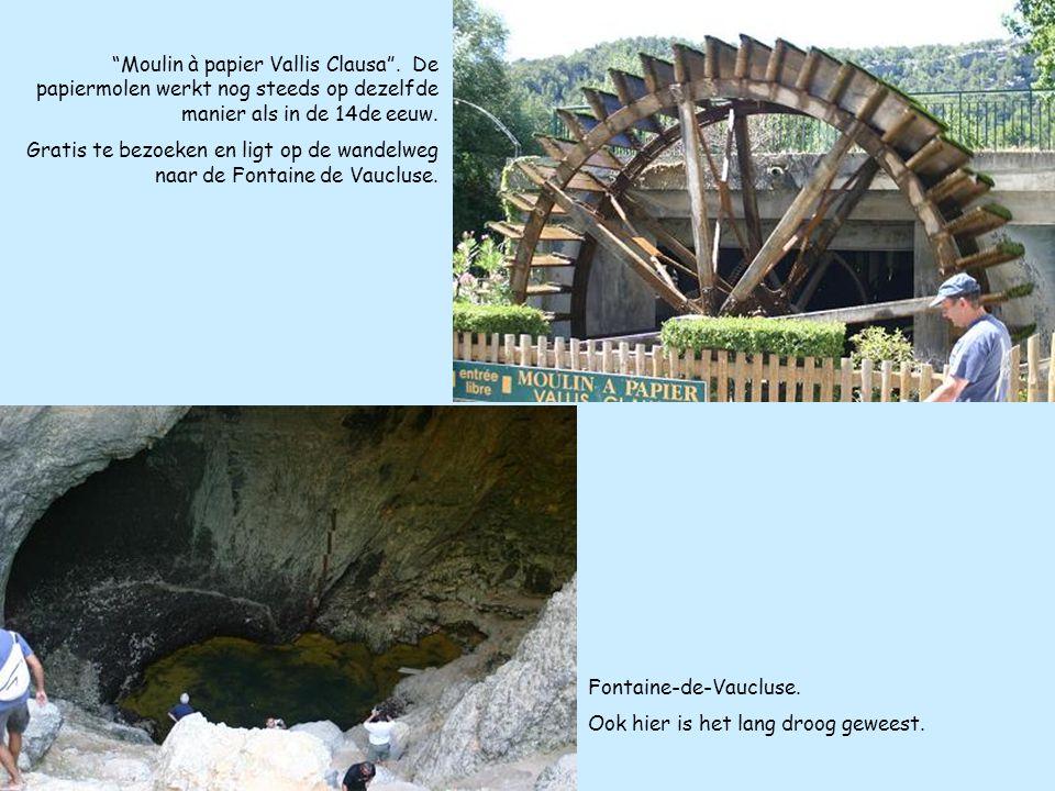 """""""Moulin à papier Vallis Clausa"""". De papiermolen werkt nog steeds op dezelfde manier als in de 14de eeuw. Gratis te bezoeken en ligt op de wandelweg na"""