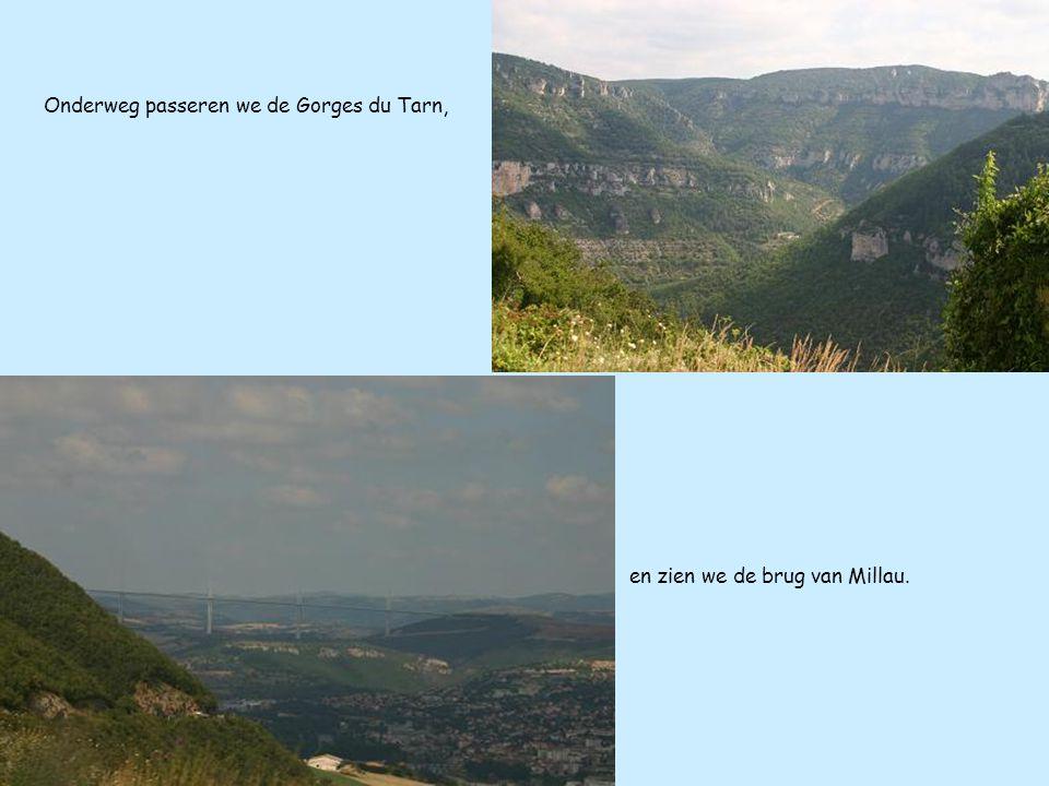 Onderweg passeren we de Gorges du Tarn, en zien we de brug van Millau.