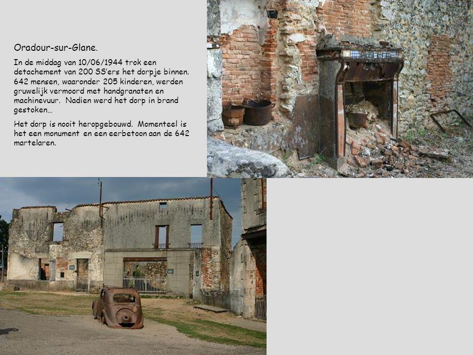 Oradour-sur-Glane. In de middag van 10/06/1944 trok een detachement van 200 SS'ers het dorpje binnen. 642 mensen, waaronder 205 kinderen, werden gruwe