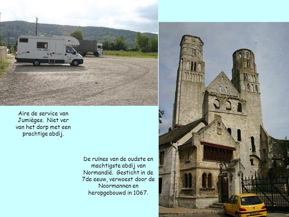 Aire de service van Jumièges. Niet ver van het dorp met een prachtige abdij. De ruïnes van de oudste en machtigste abdij van Normandië. Gesticht in de