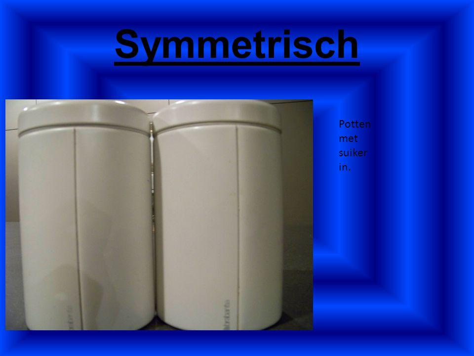 Symmetrisch Potten met suiker in.