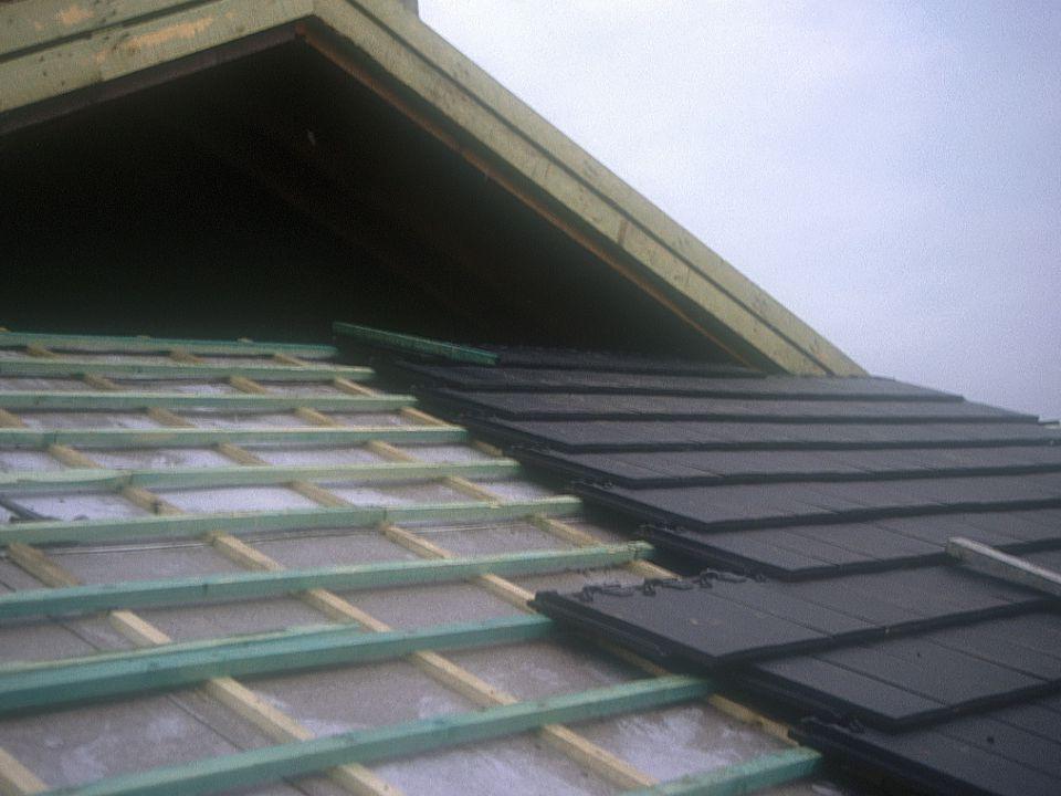 Inleiding tot de bouwtechniek en de bouwstructuren1° kandidatuur burgerlijk ingenieur-architect partim bouwstructuren: OPBOUW VAN EEN HELLEND DAK ALTERNATIEVE DAKBEDEKKINGSMATERIALEN Vergelijking van dakbedekking met (keramische) dakpannen en een dakbedekking Met leien (natuurlijke of kunstmatig)