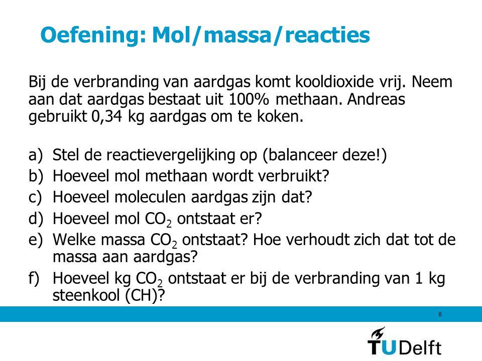 Oefening: Mol/massa/reacties Bij de verbranding van aardgas komt kooldioxide vrij. Neem aan dat aardgas bestaat uit 100% methaan. Andreas gebruikt 0,3