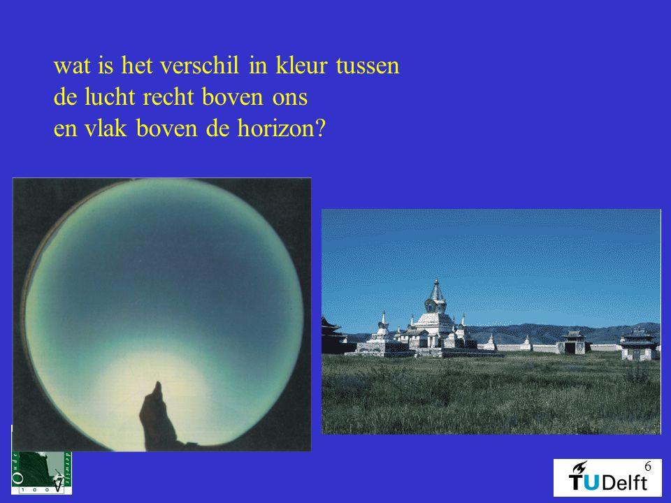 6 wat is het verschil in kleur tussen de lucht recht boven ons en vlak boven de horizon?
