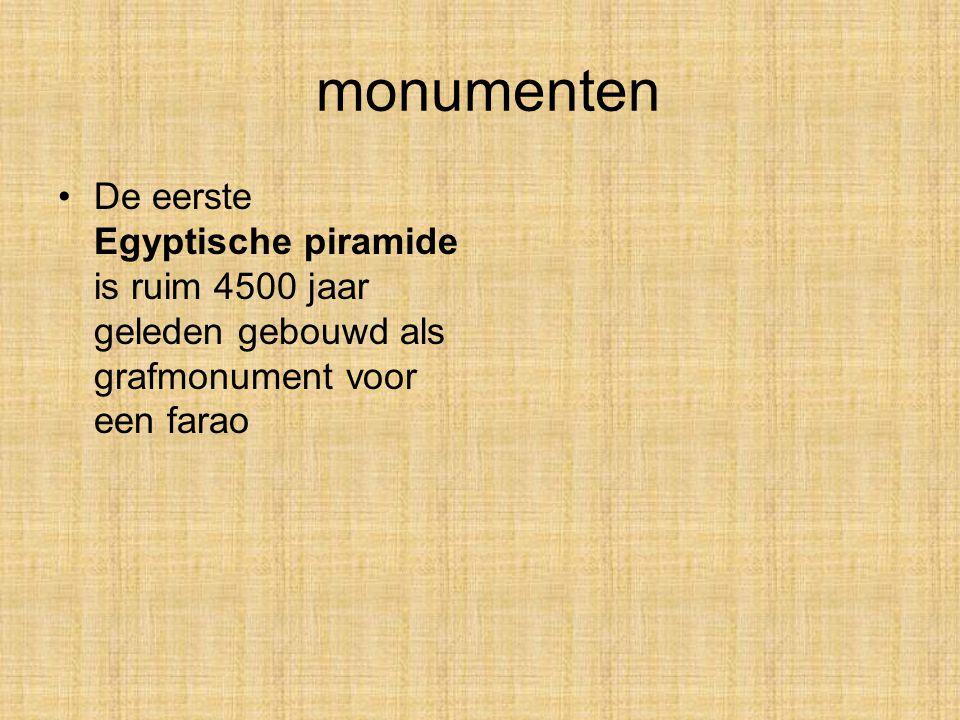 monumenten De eerste Egyptische piramide is ruim 4500 jaar geleden gebouwd als grafmonument voor een farao