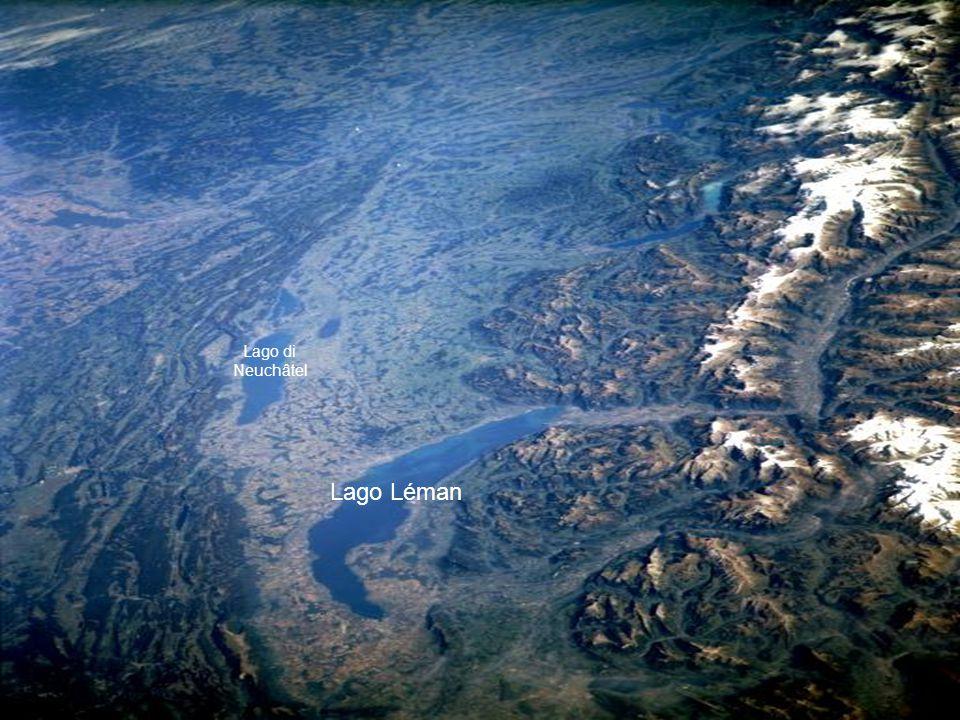 Le Alpi svizzere e il lago Léman de Zwitserse Alpen en het Meer van Genève