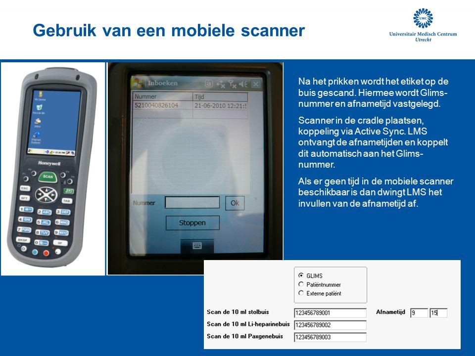 Gebruik van een mobiele scanner Na het prikken wordt het etiket op de buis gescand. Hiermee wordt Glims- nummer en afnametijd vastgelegd. Scanner in d
