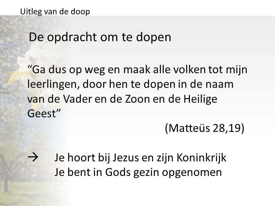 """Uitleg van de doop De opdracht om te dopen """"Ga dus op weg en maak alle volken tot mijn leerlingen, door hen te dopen in de naam van de Vader en de Zoo"""