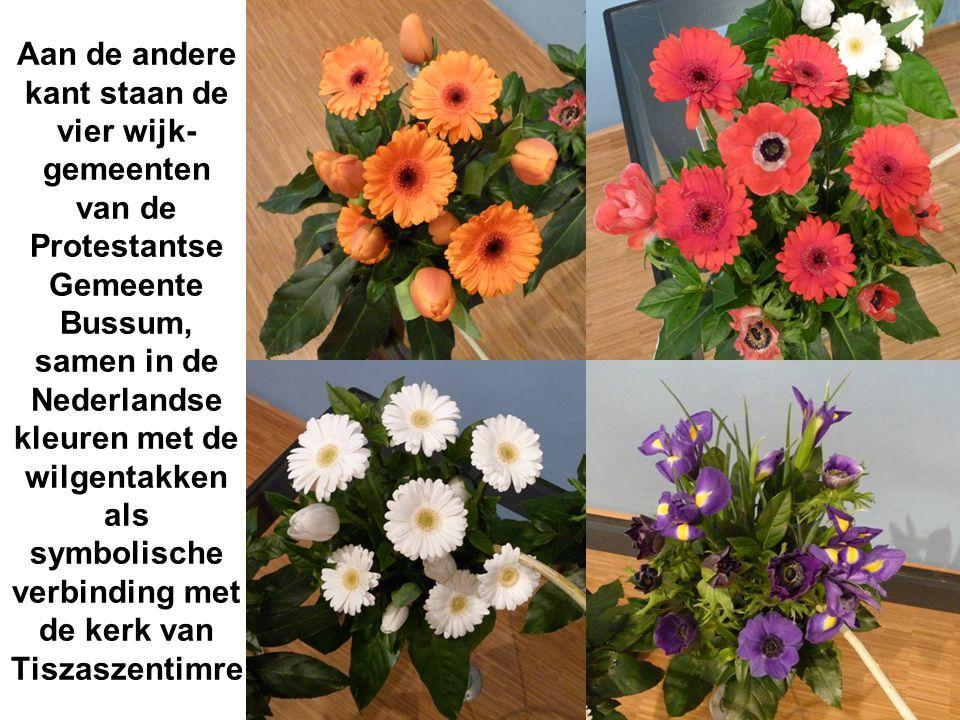Aan de andere kant staan de vier wijk- gemeenten van de Protestantse Gemeente Bussum, samen in de Nederlandse kleuren met de wilgentakken als symbolische verbinding met de kerk van Tiszaszentimre