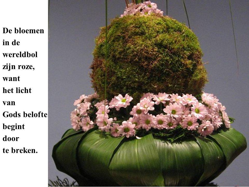 De bloemen in de wereldbol zijn roze, want het licht van Gods belofte begint door te breken.