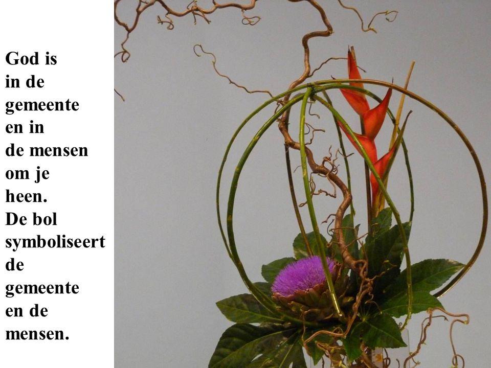 De twee bloemen, Heliconia en Artisjok, geven twee fasen aan in je leven.