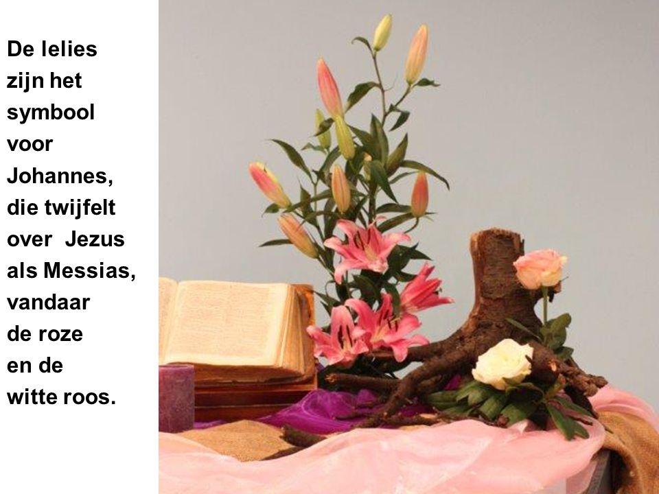 De lelies zijn het symbool voor Johannes, die twijfelt over Jezus als Messias, vandaar de roze en de witte roos.