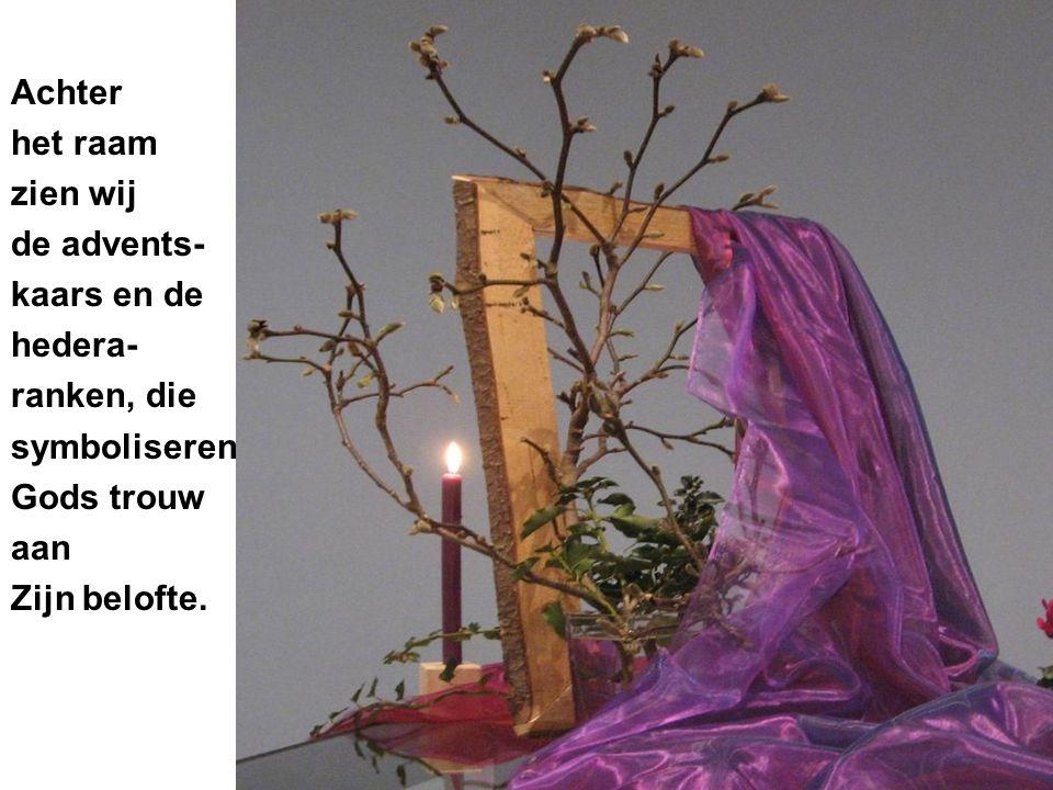 De lantaarn symboliseert het waakzaam zijn als wachter.