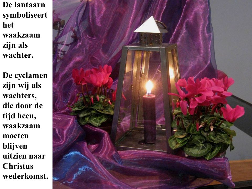 De lantaarn symboliseert het waakzaam zijn als wachter. De cyclamen zijn wij als wachters, die door de tijd heen, waakzaam moeten blijven uitzien naar