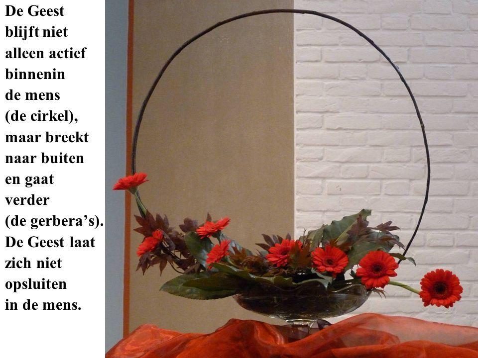 De Geest blijft niet alleen actief binnenin de mens (de cirkel), maar breekt naar buiten en gaat verder (de gerbera's). De Geest laat zich niet opslui