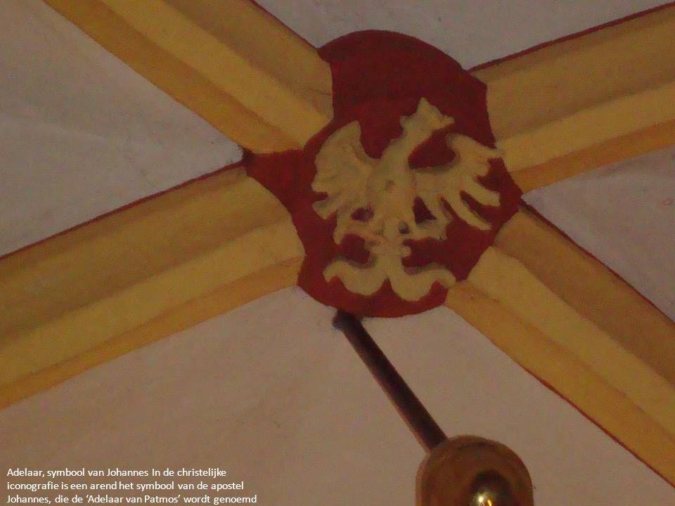 Adelaar, symbool van Johannes In de christelijke iconografie is een arend het symbool van de apostel Johannes, die de 'Adelaar van Patmos' wordt genoe