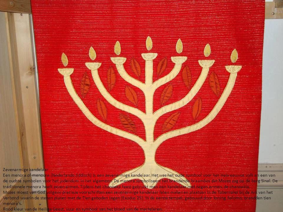 Zevenarmige kandelaar Een menora of menoure (Nederlands-Jiddisch) is een zevenarmige kandelaar. Het was het oude symbool voor het Hebreeuwse volk en e