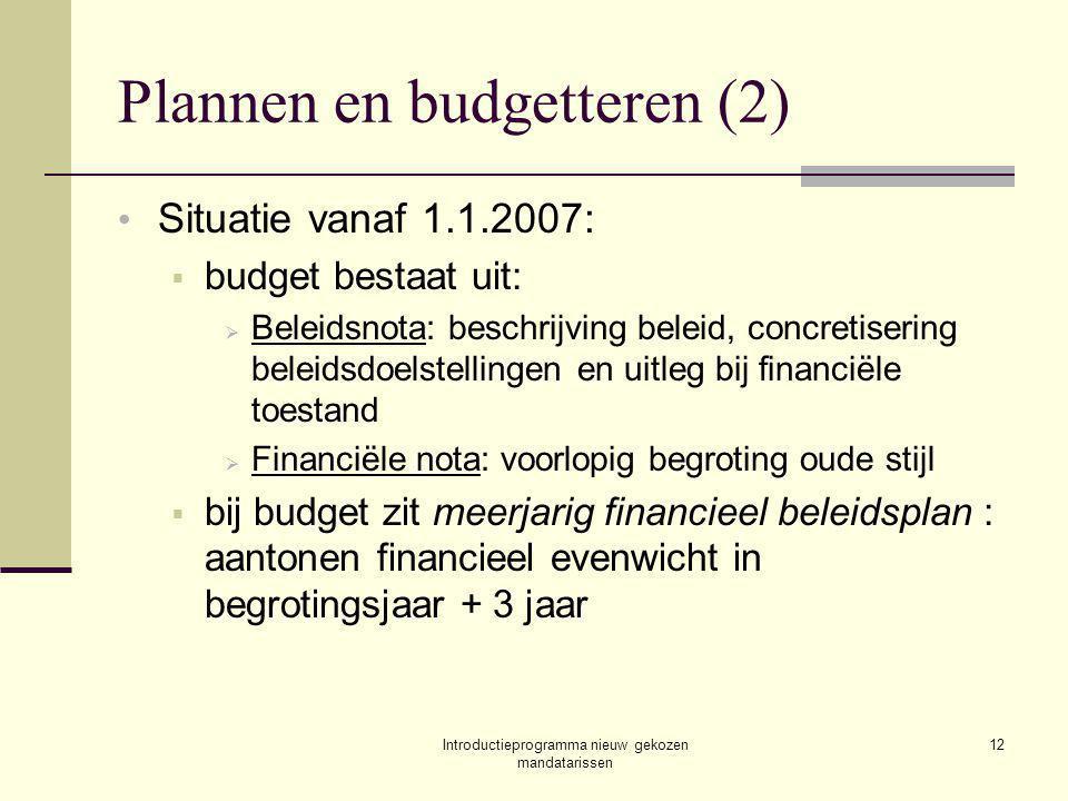 Introductieprogramma nieuw gekozen mandatarissen 12 Plannen en budgetteren (2) Situatie vanaf 1.1.2007:  budget bestaat uit:  Beleidsnota: beschrijving beleid, concretisering beleidsdoelstellingen en uitleg bij financiële toestand  Financiële nota: voorlopig begroting oude stijl  bij budget zit meerjarig financieel beleidsplan : aantonen financieel evenwicht in begrotingsjaar + 3 jaar