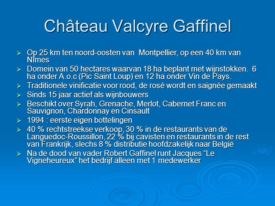 Château Valcyre Gaffinel  Op 25 km ten noord-oosten van Montpellier, op een 40 km van Nîmes  Domein van 50 hectares waarvan 18 ha beplant met wijnstokken.