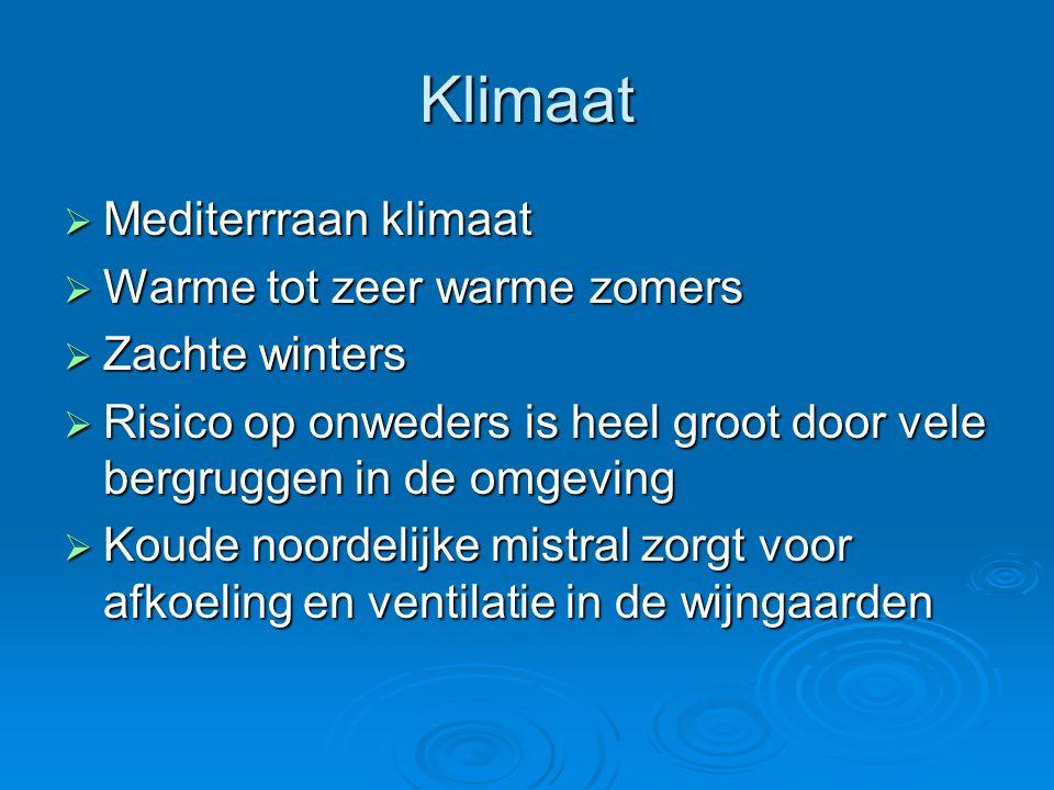 Klimaat  Mediterrraan klimaat  Warme tot zeer warme zomers  Zachte winters  Risico op onweders is heel groot door vele bergruggen in de omgeving 