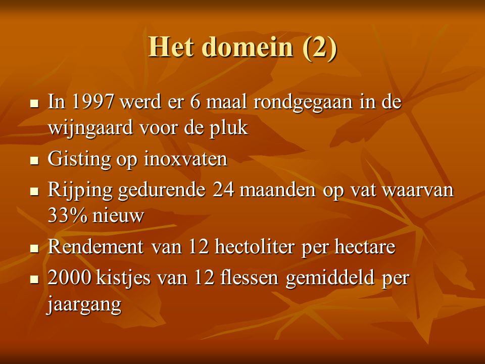 Het domein (2) In 1997 werd er 6 maal rondgegaan in de wijngaard voor de pluk In 1997 werd er 6 maal rondgegaan in de wijngaard voor de pluk Gisting o